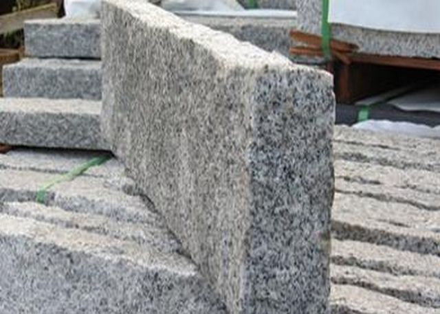 Tall Granite Kerbs